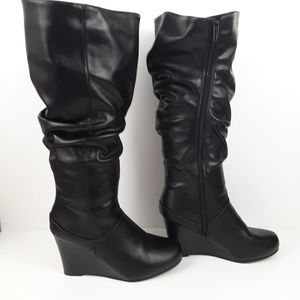 Journee collection slouch wedge boot size 8